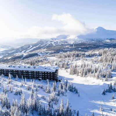 winter-hotel-wide-view-copperhill-mountain-lodge
