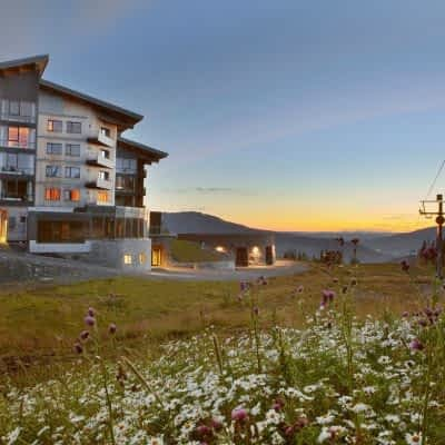 summer-animated-hotel-copperhill-mountain-lodge
