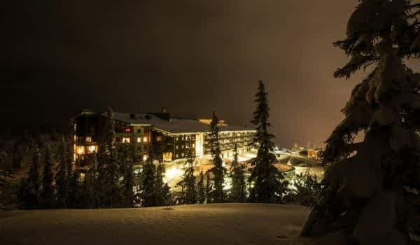 winter-night-hotel-copperhill-mountain-lodge