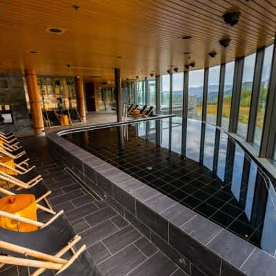 autumn-lounge-pool-spa-copperhill-mountain-lodge