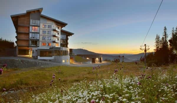 summer-animated-hotel-view-copperhill-mountain-lodge