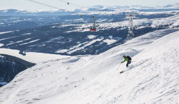 winter-skier-slope-are-copperhill-mountain-lodge