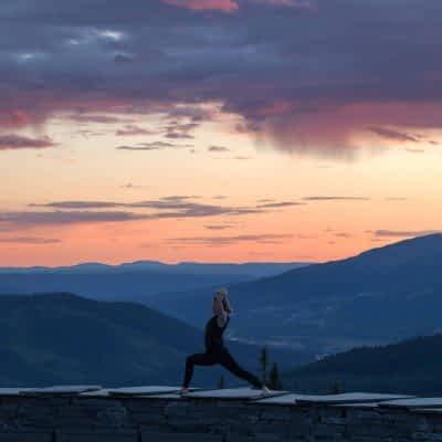 Yoga Emma Warrior 1