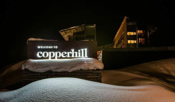 winter-night-hotel-sign-copperhill-mountain-lodge