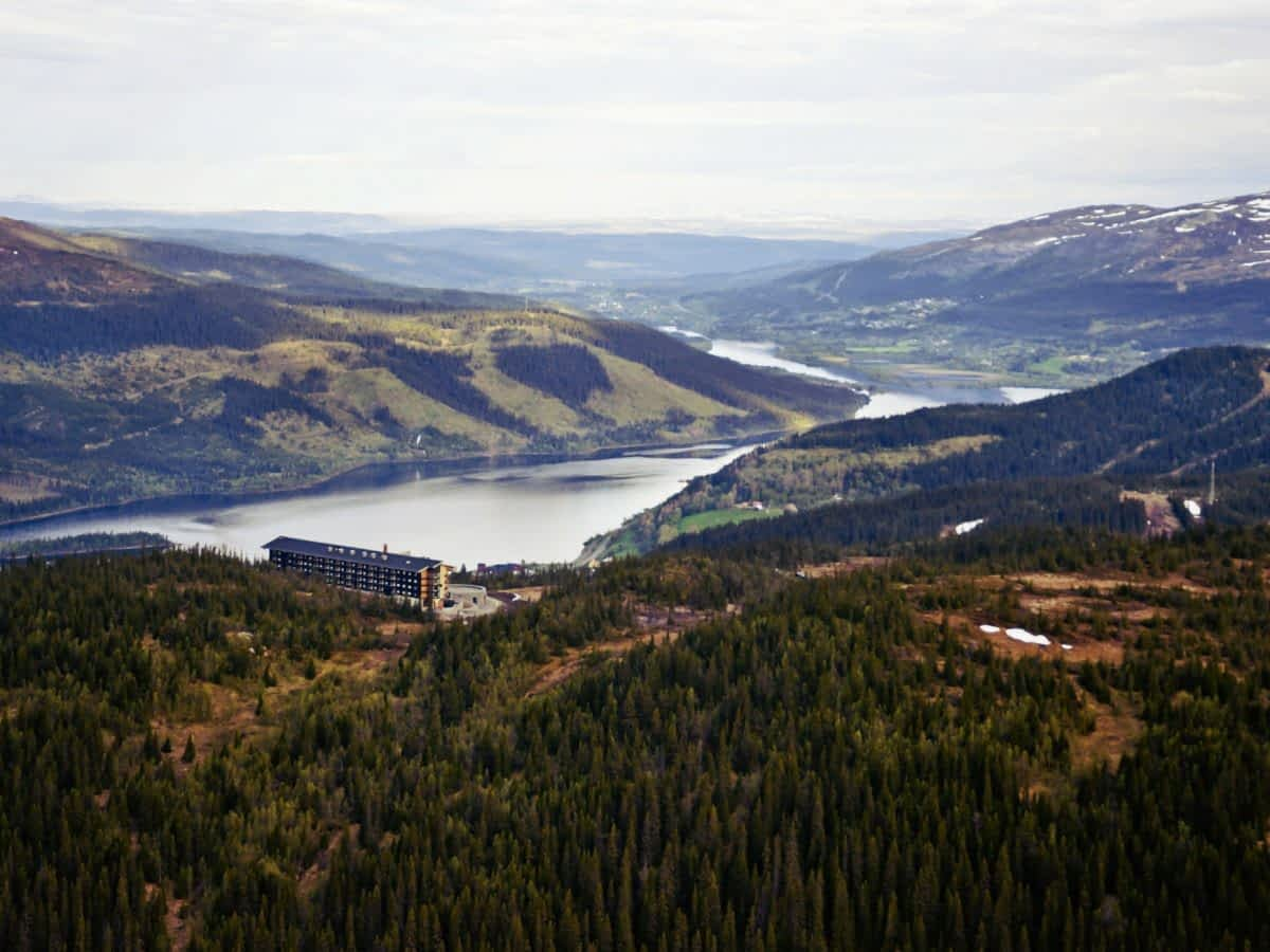 summer-view-hotel-valley-copperhill-mountain-lodge