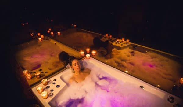 header-woman-bubble-bath-spa-copperhill-mountain-lodge